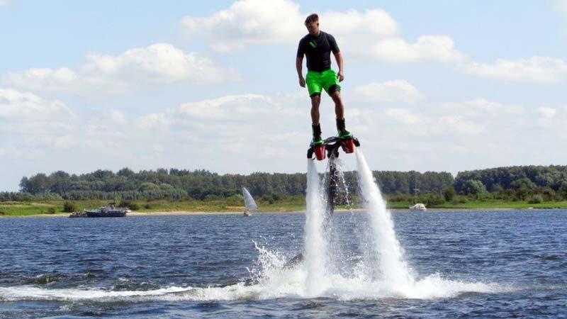 flyboarden drenthe, flyboard huren, vrijgezellenfeest, schoonhoven, bedrijfsuitje, personeelsuitje, buiten activiteit